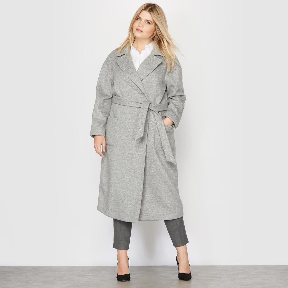 Пальто длинное, 34% шерстиПальто длинное.Очень красивая драповая шерсть, плотная и тёплая.Пиджачный воротник.Застёжка на 2 внутренние кнопки спереди, с поясом.2 накладных кармана.Съемный пояс со шлевками.Длинные рукава, закругленные вставки на плечах.Шлица сзади посередине.Очень красивая внутренняя отделка  белой лентой (шнуром). Состав и описание :Материал : меланжевая ткань 54% полиэстера, 34% шерсти, 7% акрила, 5% полиамида. Без подкладки.Длина: 111 см. Марка : CASTALUNA.Уход: Сухая чистка..<br><br>Цвет: светло-серый<br>Размер: 54 (FR) - 60 (RUS)