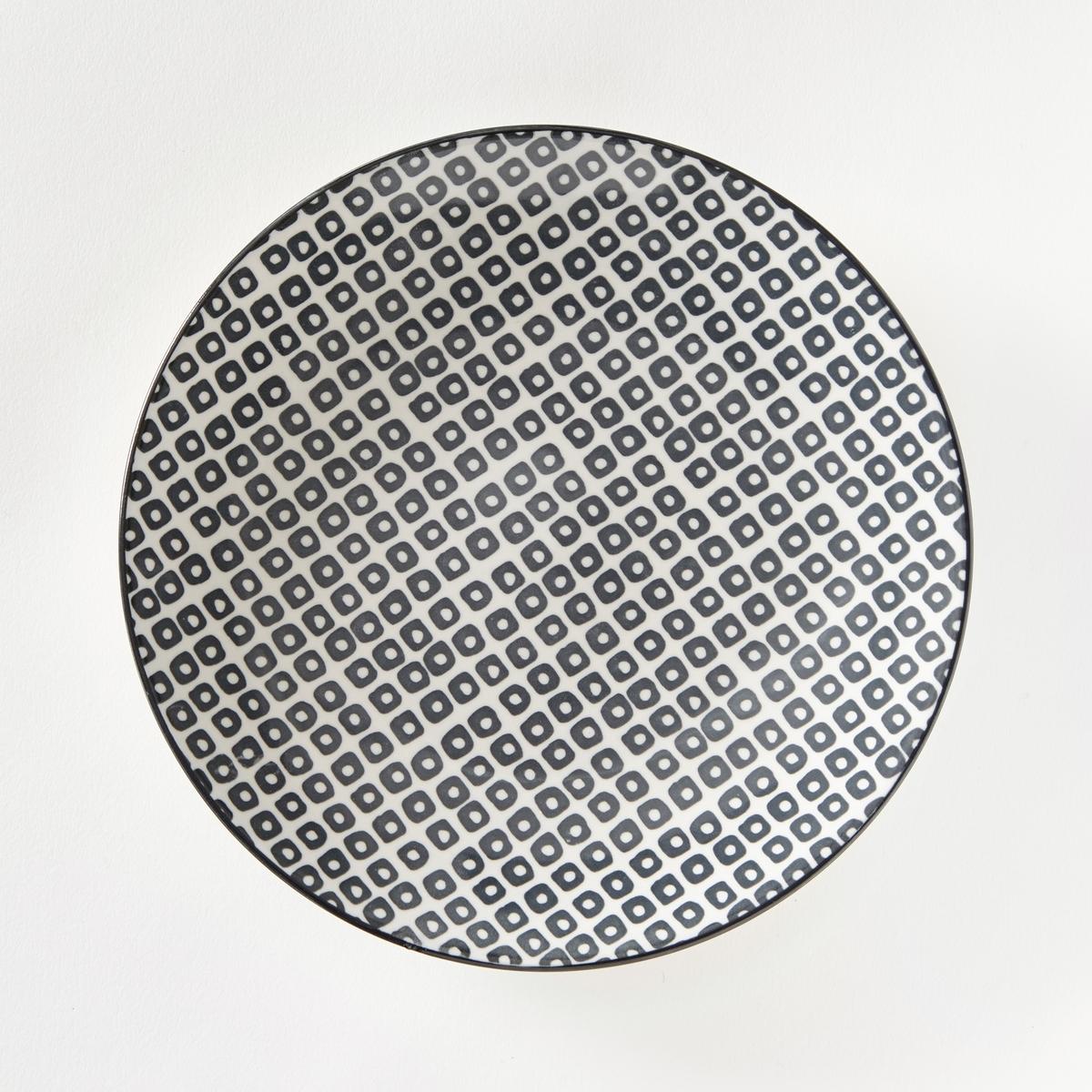 Комплект из 4 десертных тарелок из фарфора Akiva4 тарелки десертные с мелким рисунком в скандинавском стиле Akiva . Завтрак, обед или ужин, La Redoute Int?rieurs Вас приглашает к столу.Характеристики 4 тарелок десертных с мелким рисунком в скандинавском стиле Akiva   :- Маленький геометрический скандинавский рисунок, в стиле ретро.- Контрастная окантовка по контуру .- Из фарфора.- Диаметр 21,5 см  .- Можно использовать в посудомоечных машинах и микроволновых печах.Мелкие тарелки, миски и кружки Akiva представлены на сайте laredoute.ru<br><br>Цвет: кремовый/черный,экрю/розовый