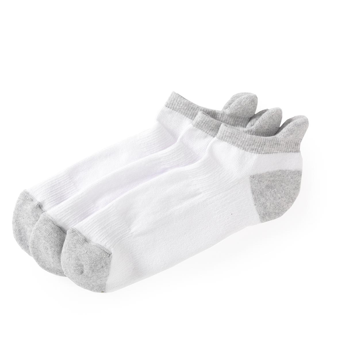 Комплект из 3 пар коротких спортивных носковКомплект из 3 пар коротких спортивных носков R essentiel. Внутренняя поверхность из букле для большего комфорта. Эластичная лента вверху ноги для отличной поддержки носка.         Состав и описание                           Материал  :    77% хлопка, 22% полиамида, 1% эластана         Марка  :    R essentiel                  Уход            Машинная стирка при 30 °С в умеренном режиме   Стирать с вещами схожих цветов<br><br>Цвет: белый/ серый<br>Размер: 37/41