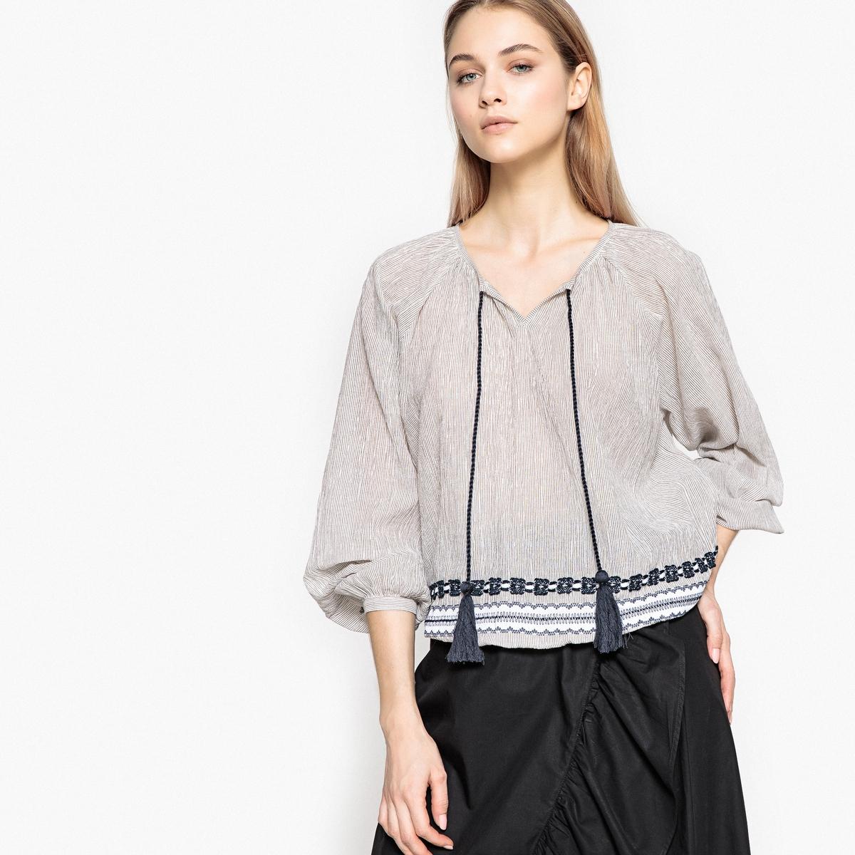 Blusa estilo eslavo con cuello de pico y cordón co