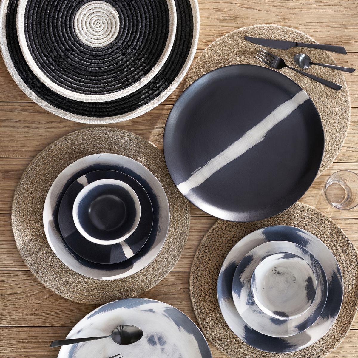 Lot de 4 assiettes plates, Satelati By V.Barkowski