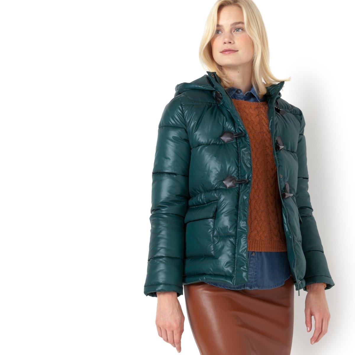 Куртка стеганая с капюшономСтеганая куртка с длинными рукавами и капюшоном R essentiels. Прямой покрой. Стеганый капюшон. Супатная застежка на молнию. 2 боковых кармана на кнопках. Состав: 100% полиэстера. Длина 70 см.<br><br>Цвет: зеленый<br>Размер: 38 (FR) - 44 (RUS)