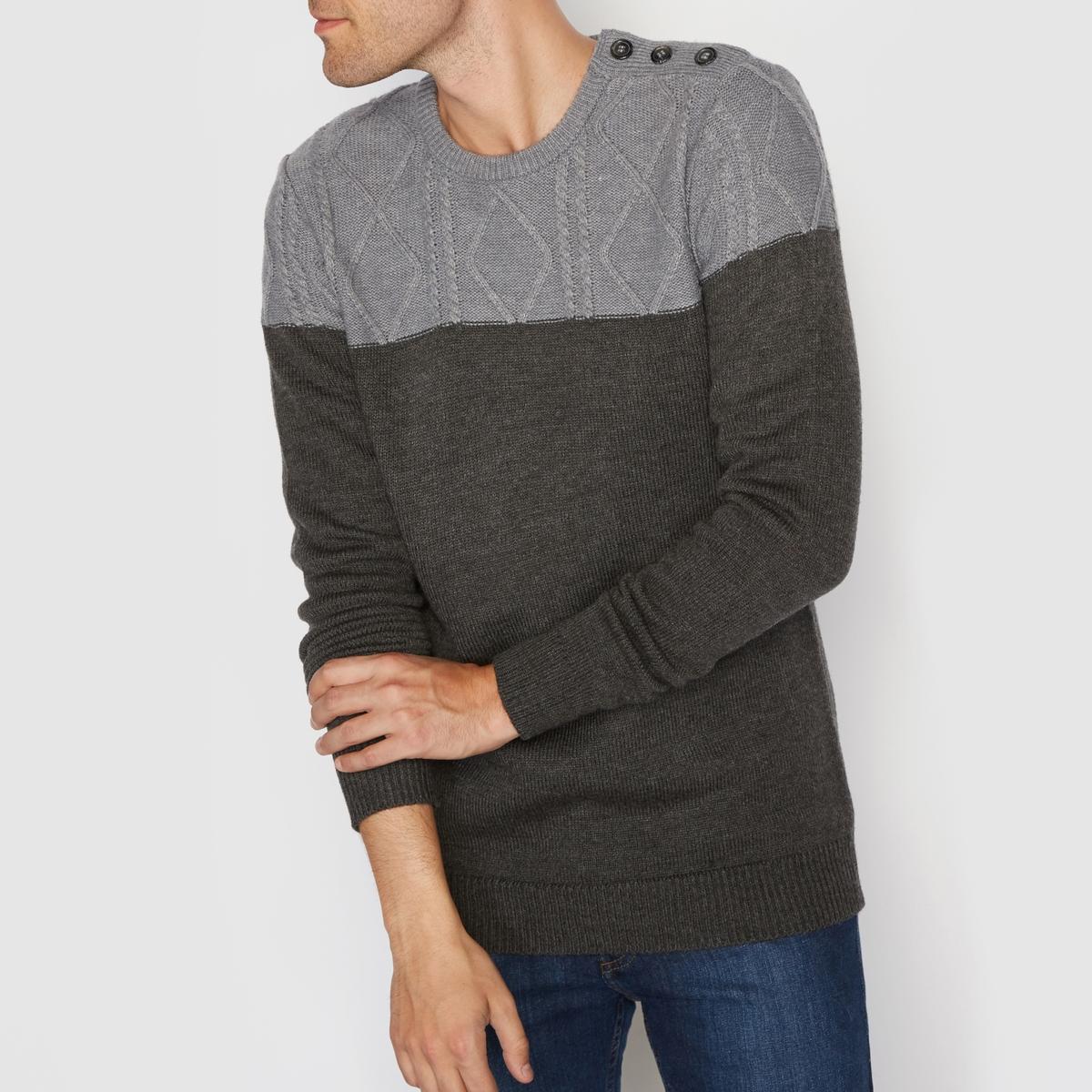 Пуловер двухцветный с узором косы