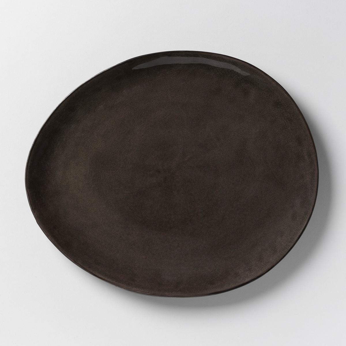 Комплект из 2 мелких тарелок Pure, дизайн П. Нессенса, SeraxГотовка восхитительных блюд в красивой керамической посуде придает романтизма и способствует хорошему настроению. Паскаль Нессенс создал Pure, свою первую коллекцию столовых сервизов. Чистое воплощение аутентичности и теплоты, рожденные из органических форм и натуральных материалов.     Характеристики : - Из керамики, покрытой глазурью, с эффектом раку. - Можно использовать в микроволновой печи и мыть в посудомоечной машине.    - Десертная тарелка, миска и чашка того же набора представлены на нашем сайте.          Размеры : - Ш.28 x В,2,5 x Г.24 см, овальная форма.<br><br>Цвет: серый
