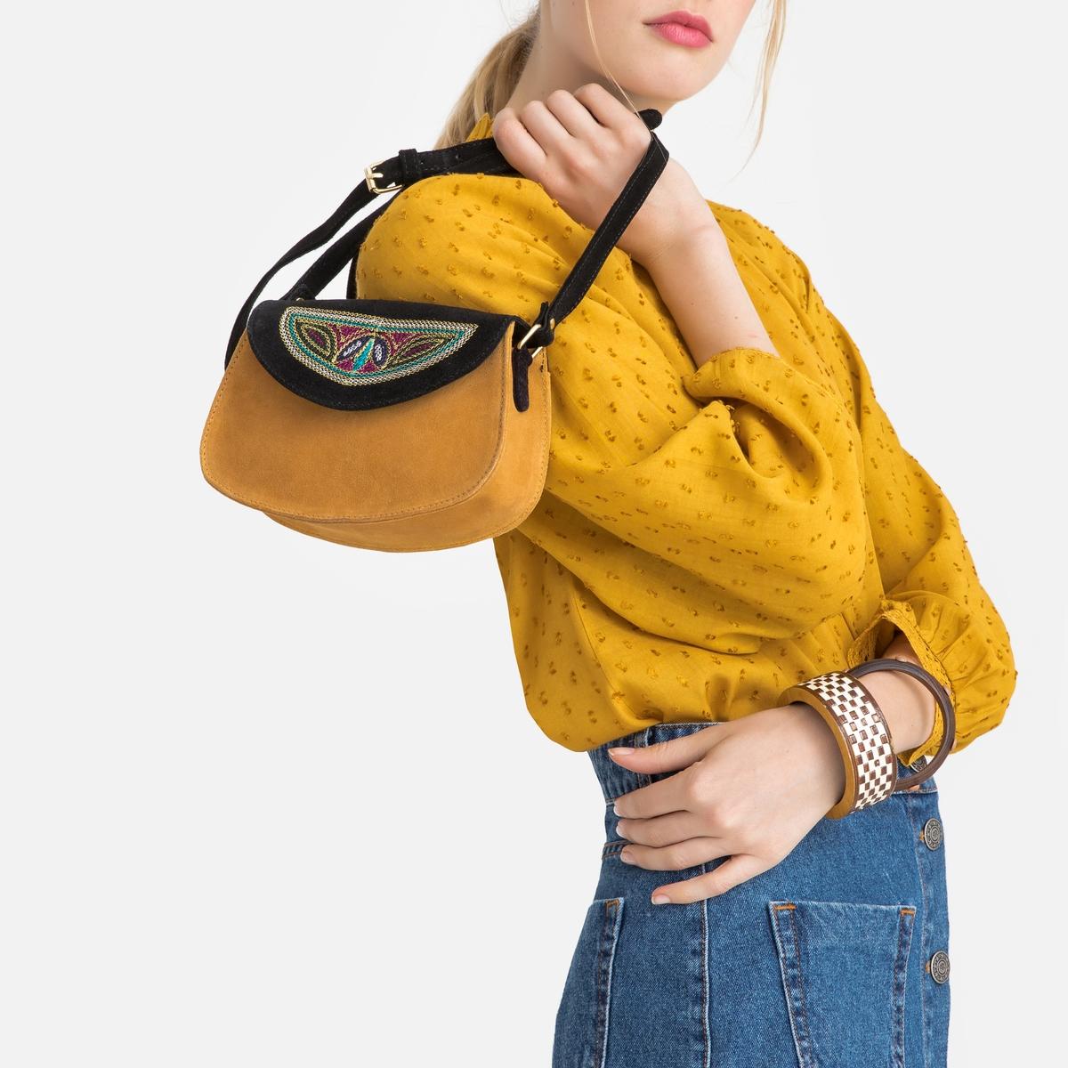 Bolso pequeño con solapa bordada de piel