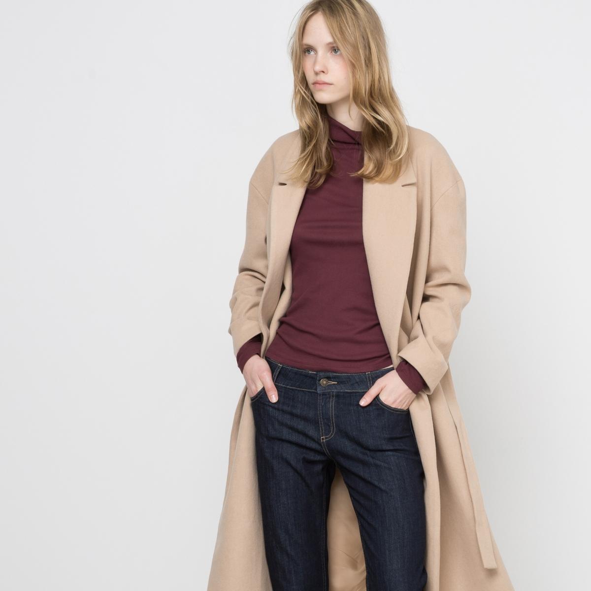 Пальто длинное без застежки с поясомДлинное пальто без застежки с поясом, свободного покроя. Пояс со шлевками. Приспущенные проймы. Карманы по бокам. Состав и описание:Материал бежевого цвета: 60% шерсти, 40% полиэстера.Материал черного цвета: 56% шерсти, 34% полиэстера, 5% полиамида,                                    5% других волокон.Подкладка: 100% полиэстера.Длина: 120 см.Марка: R essentiel.   Уход:Стирка запрещена.Только сухая чистка.Гладить на низкой температуре.<br><br>Цвет: бежевый,черный<br>Размер: 48 (FR) - 54 (RUS).40 (FR) - 46 (RUS)