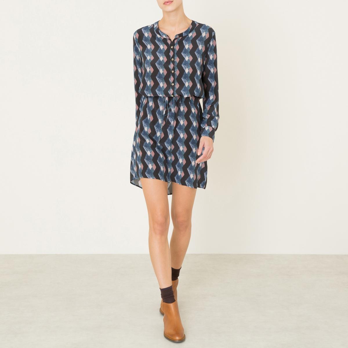Платье MANITAПлатье DIEGA - модель MANITA. Платье-рубашка со сплошным рисунком. V-образный вырез и планка застежки на пуговицы. Рукава с отворотами. Тонкий кожаный пояс.Состав и описание Материал : 100% шелкМарка : DIEGA<br><br>Цвет: синий