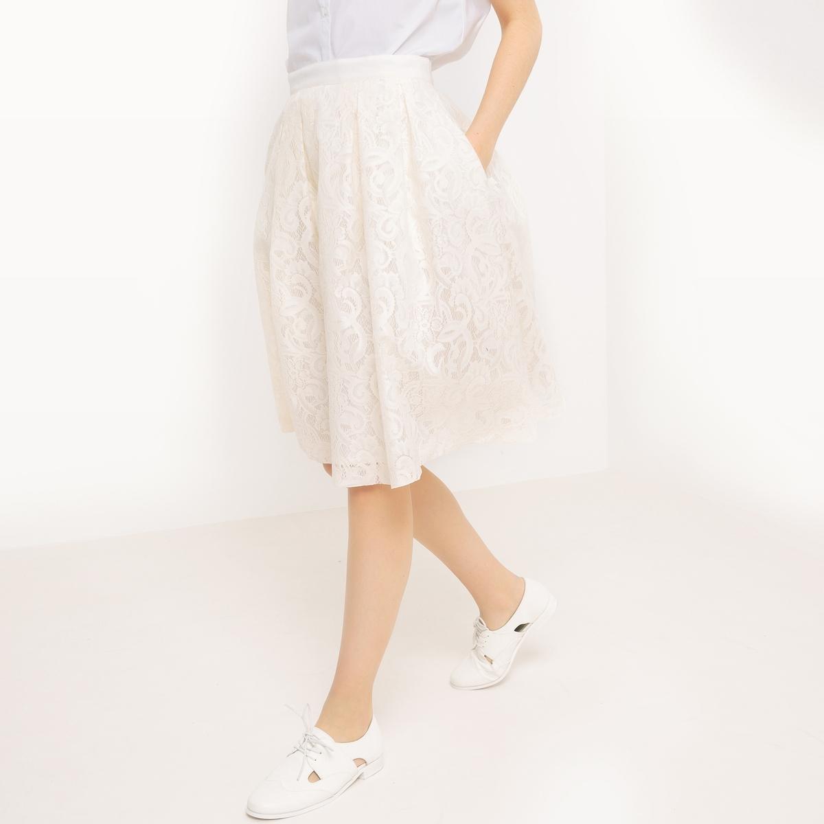 Юбка-миди расклешенная из кружеваМатериал : 100% полиэстер       Рисунок : цветочный      Длина юбки : длинная      Особенность материала : кружево      Особенность юбки : ажурная      Стирка : машинная стирка при 30 °С в деликатном режиме      Уход : машинная стирка в деликатном режиме / отбеливание запрещено      Машинная сушка : машинная сушка запрещена      Глажка : при низкой температуре<br><br>Цвет: слоновая кость<br>Размер: 40 (FR) - 46 (RUS)