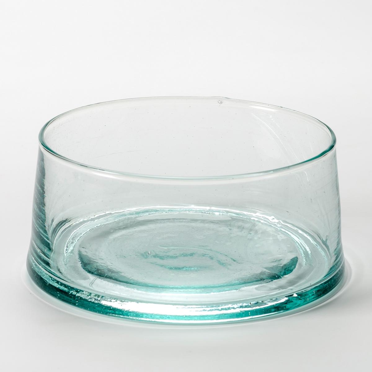Салатница GimaniСалатница Gimani. Изготовлена с помощью техники выдувания, из переработанного стекла. Благодаря технике стеклодувов каждое изделие уникально. Размер. : ? верха 15, ? низа 17 x Выс. 7,5 см. Объём: 1,1 л. Можно использовать в посудомоечных машинах и микроволновых печах. Вы можете подобрать подходящие к салатнице стаканы и кувшин, которые продаются на нашем сайте.<br><br>Цвет: стеклянный прозрачный