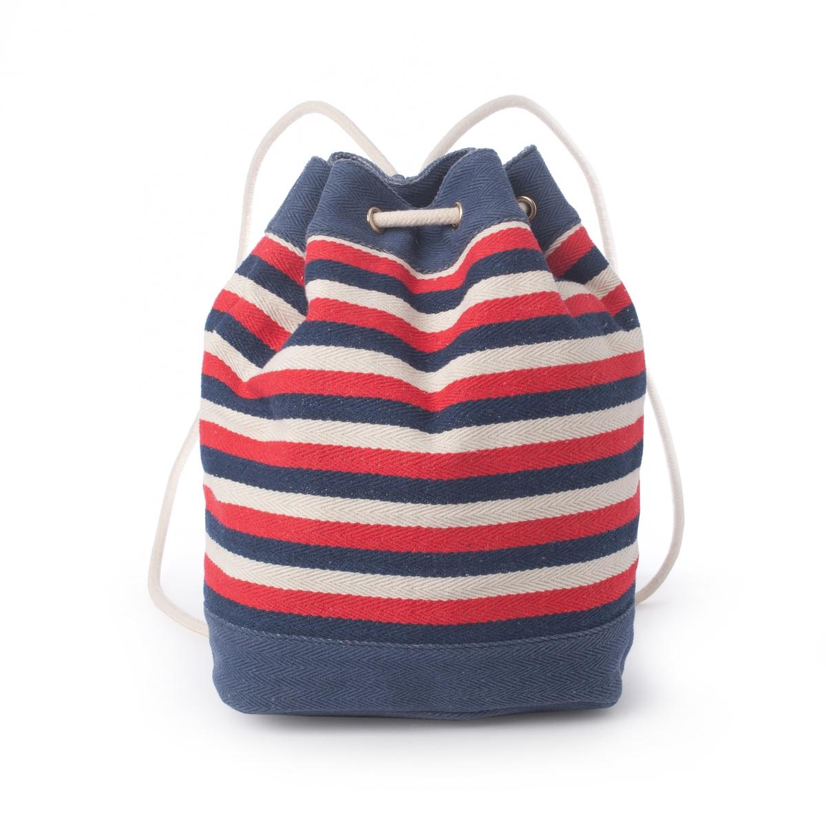 Сумка в форме рюкзакаСумка в полоску в форме рюкзака, R Studio.Стильный и практичный рюкзак мешковатой формы в полоску погружает в атмосферу лета и моря. Состав и описаниеМатериал : текстильная внешняя часть из канвы                 Подкладка из полиэстера. Марка : R Studio.Размеры : 32 x 23 x 14 смЗастежка : завязка на кулиске.1 карман на молнии и 2 кармана для мобильного телефона.Ремень не регулируется и не снимается.<br><br>Цвет: синий/ белый/ красный