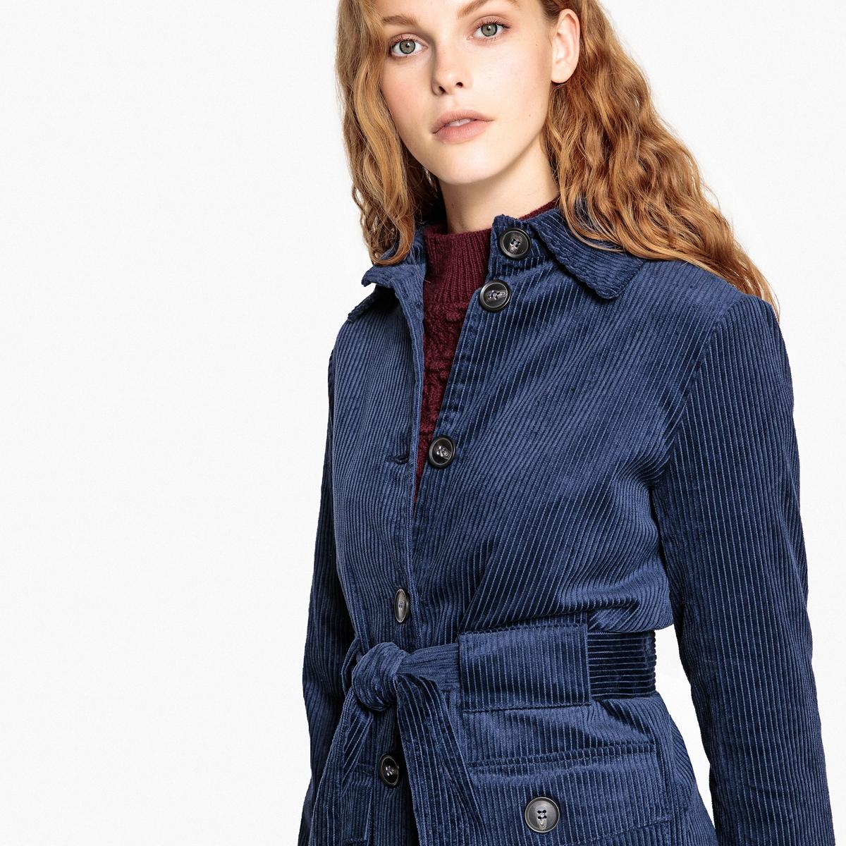Abrigo de terciopelo con cinturón en el talle