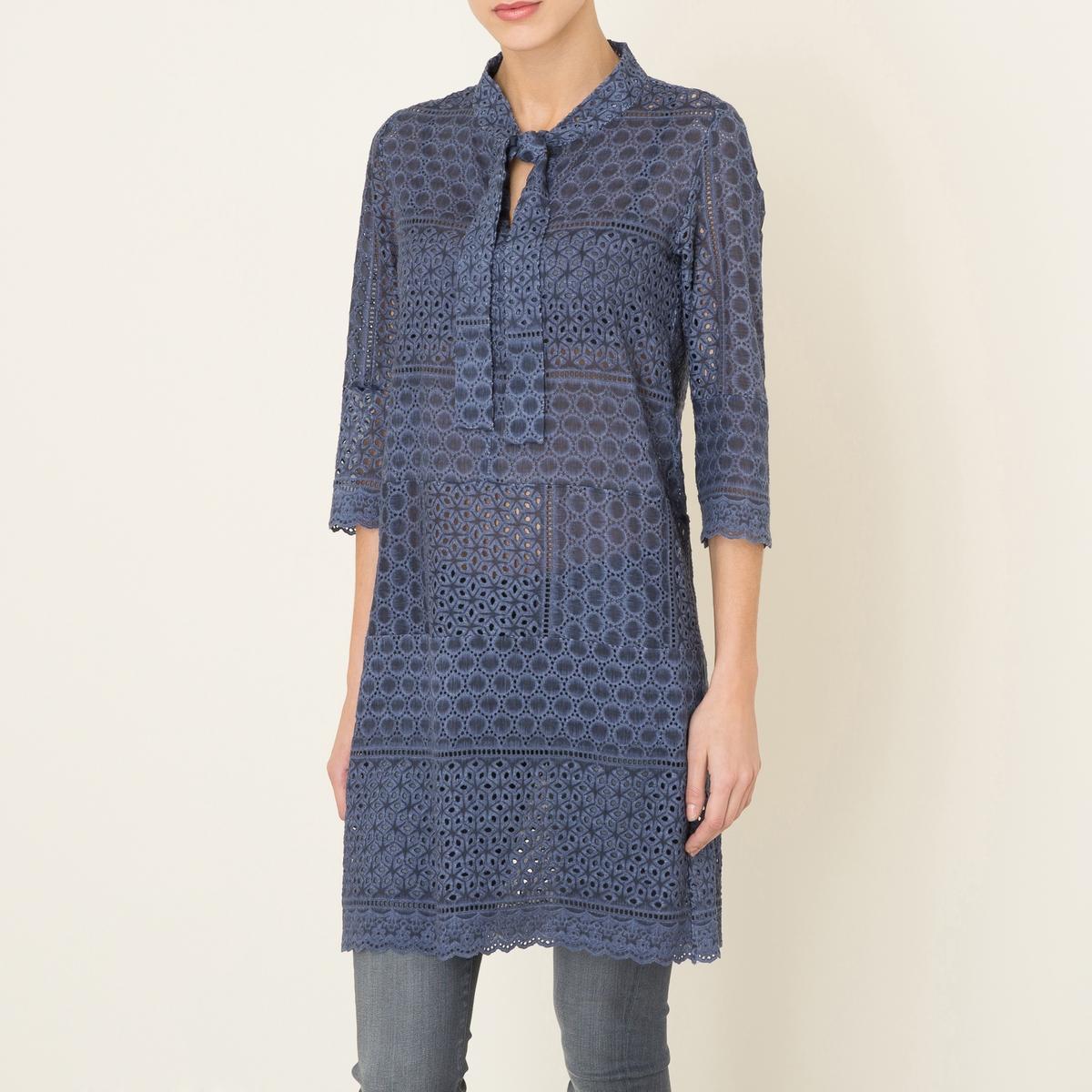 Платье TACEYПлатье VALERIE KHALFON, модель TACEY. Вырез с галстуком-бантом. Длинные рукава. Вышивка и сплошной ажурный эффект. Прямой покрой. Состав и описание Материал : 70% хлопок, 30% шелкМарка : VALERIE KHALFON<br><br>Цвет: серый,синий джинсовый