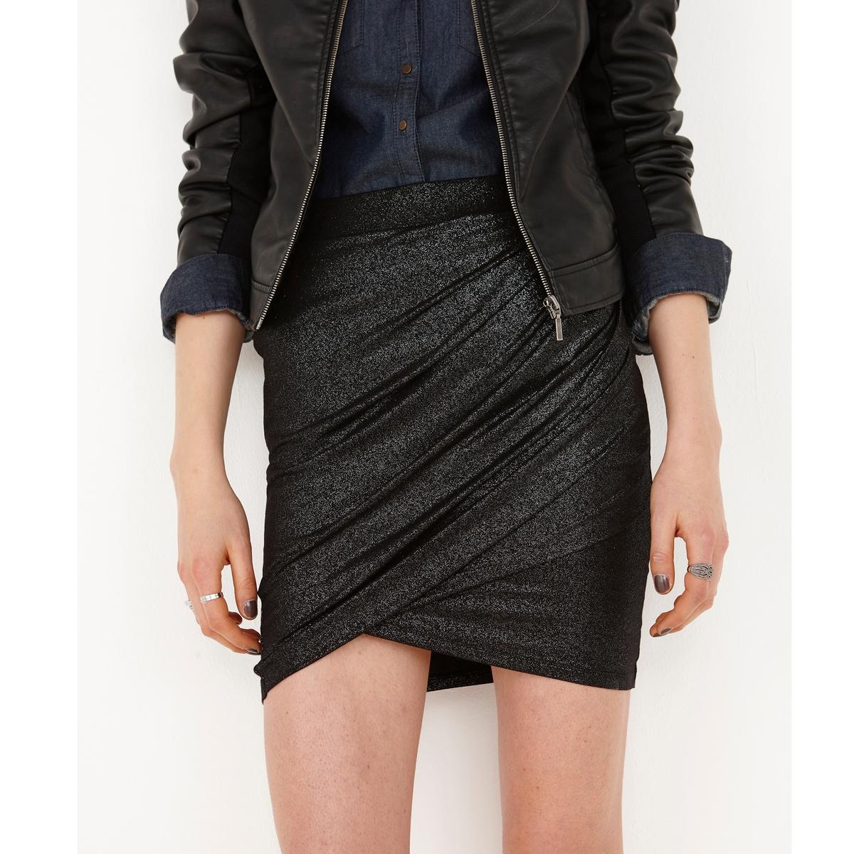 Юбка с драпировкой и блескомДрапированная юбка из ткани с блестящим эффектом, 95% вискозы, 5% эластана. Драпировка спереди. Эластичный пояс. Длина 41 см.<br><br>Цвет: черный<br>Размер: 46/48 (FR) - 52/54 (RUS)