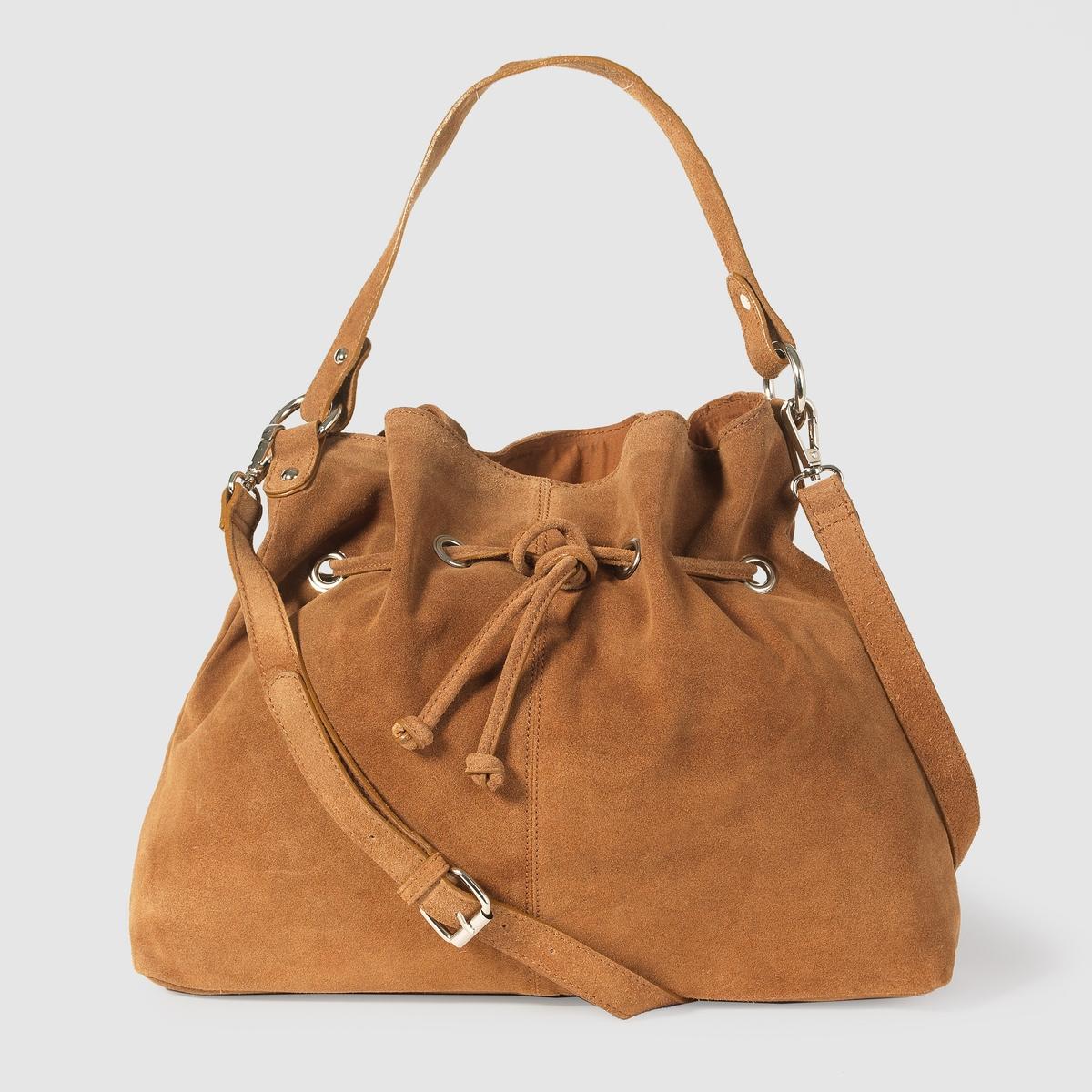 Сумка-мешок из мягкой кожиМарка : R studioРазм. : 40 x 31 x 11 смВерх : 100% невыделанной кожи (яловичной)Подкладка : текстильЗастежка : на завязкахКарманы : 1 внутренний карман на молнииПлечевой ремень : съёмный и регулируемый Преимущества : незаменимая в этом сезоне сумка из кожи не только создаёт утонченный аутентичный образ, но и очень вместительна.<br><br>Цвет: темно-бежевый