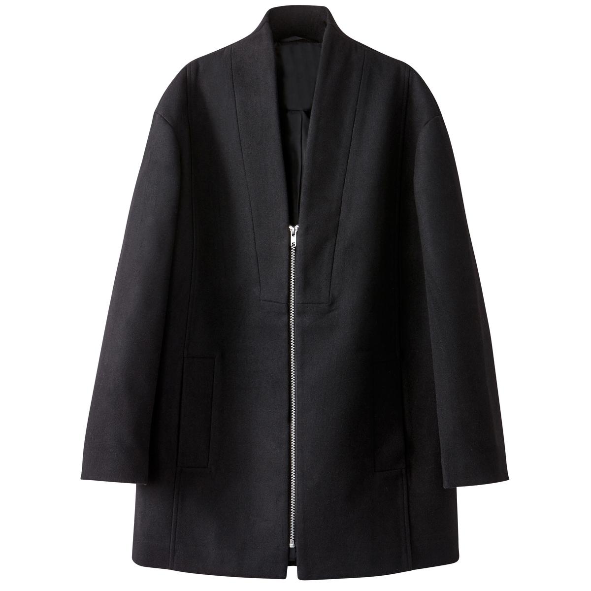 Пальто прямое с глубоким вырезомЧерное стильное пальто. Прямая форма, застежка на молнию . Шалевый воротник с глубоким вырезом . Полностью на подкладке. Детали •  Длина : средняя •  Без воротника •  Застежка на молниюСостав и уход •  93% полиэстера, 6% вискозы, 1% эластана •  Подкладка : 100% полиэстер •  Температура стирки при 30° на деликатном режиме   •  Сухая чистка и отбеливатели запрещены •  Не использовать барабанную сушку   •  Низкая температура глажки •  Длина : 80 см<br><br>Цвет: черный<br>Размер: 50 (FR) - 56 (RUS).34 (FR) - 40 (RUS).52 (FR) - 58 (RUS).48 (FR) - 54 (RUS).46 (FR) - 52 (RUS).42 (FR) - 48 (RUS).40 (FR) - 46 (RUS).38 (FR) - 44 (RUS)