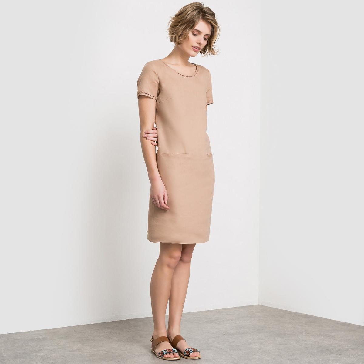 Платье с короткими рукавами из льнаПлатье с короткими рукавами из льна. Отделка мережкой по вырезу. 2 кармана спереди.  Короткие рукава. Круглый вырез. Прямой покрой.Состав и описание :Материал : 100% льна. Подкладка 100% хлопкаДлина : 115 смУход:Машинная стирка при 30 °С . Машинная стирка с изнаночной стороны с вещами схожих цветов. Гладить с изнаночной стороны. Машинная сушка запрещена.<br><br>Цвет: белый<br>Размер: 36 (FR) - 42 (RUS)