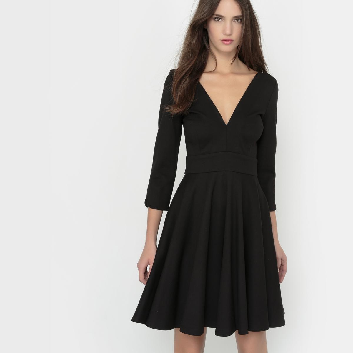 Платье короткоеПлатье с глубоким вырезом спереди и сзади. Рукава 3/4. Молния сзади. Состав и описаниеМатериал 67% вискозы, 28% полиамида, 5% эластанаДлина 91 смМарка DELPHINE MANIVET  УходМашинная стирка при 30 °C - Не отбеливать - Гладить при низкой температуре - Машинная сушка запрещена<br><br>Цвет: черный<br>Размер: 38 (FR) - 44 (RUS).36 (FR) - 42 (RUS)