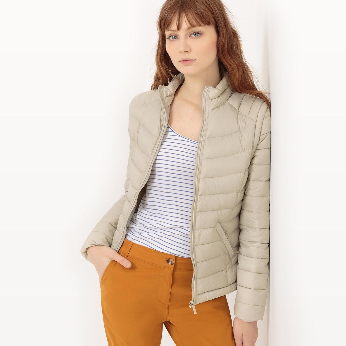 Куртка стеганая короткая с длинными рукавами и высоким воротникомМатериал : 100% полиэстер Тип застежки : застежка на молнию  Форма воротника : высокий воротник Длина куртки : короткая Рисунок : однотонная модель<br><br>Цвет: темно-синий,экрю<br>Размер: M