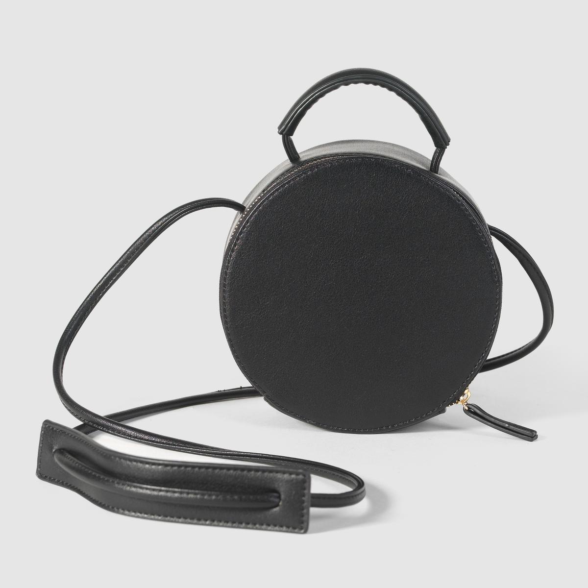 Сумка круглая маленькаяМарка: R edition.Размеры: диаметр 17 см x 8 см.Верх: 100% полиуретана.Подкладка: текстиль 100% полиэстера.Застежка: на молнию.Карманы: 1 внутренний карман.Плечевой ремень: ручка и плечевой ремень. Преимущества: эта маленькая сумка подарит Вам прогулку налегке дизайнерская форма сумки - коробка для шляпы - добавит оригинальности Вашему образу.<br><br>Цвет: синий,черный<br>Размер: единый размер