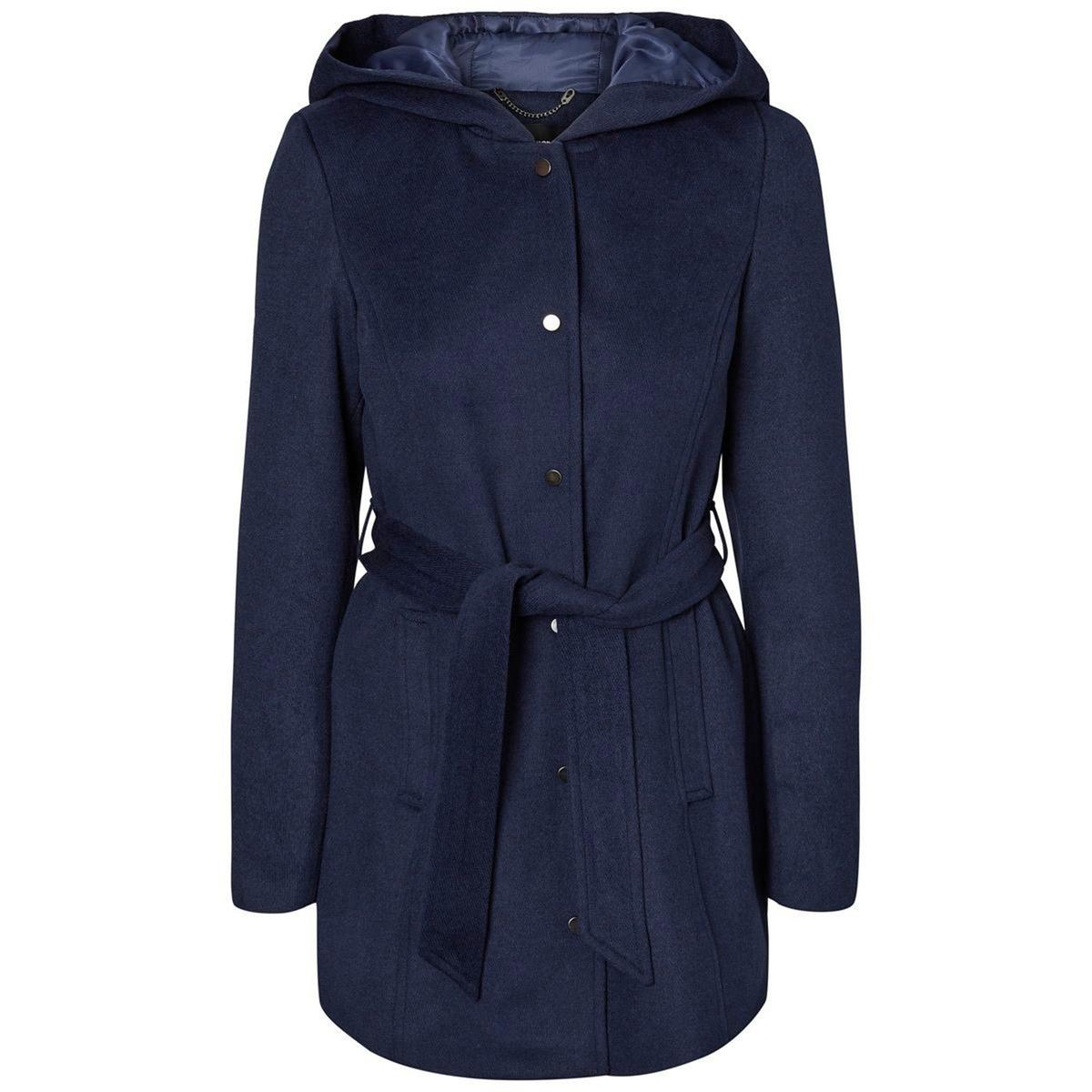 Пальто с капюшоном средней длины из шерстяного драпаЭлегантное пальто с капюшоном средней длины VERO MODA из шерстяного драпа . Супатная застежка на молнию и кнопки. Пояс на талии. 2 кармана. Детали •  Длина : средняя •  Круглый вырез •  Застежка на молнию •  С капюшономСостав и уход •  3% вискозы, 31% шерсти, 3% акрила, 2% хлопка, 61% полиэстера •  Следуйте рекомендациям по уходу, указанным на этикетке изделия<br><br>Цвет: синий морской<br>Размер: XL