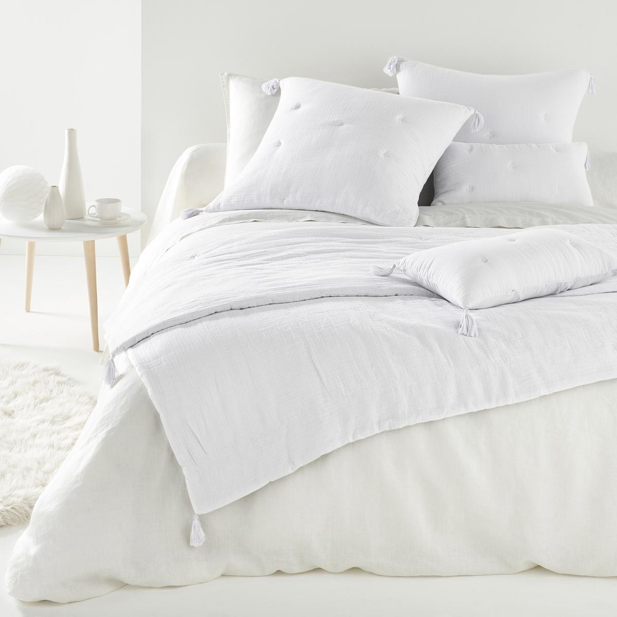 Одеяло однотонное, 100% хлопок, KumlaОднотонное одеяло из 100% хлопка, Kumla. Мягкое одеяло Kumla создаст атмосферу уюта и комфорта в вашей спальне. Характеристики одеяла из 100% хлопка Kumla :Верх из 100% хлопка.Наполнитель из 100% полиэстера (120 г/м?).Отделка вышивкой крестиком в тон.4 помпона по краям одеяла.Стирка при 30°.Соответствующий чехол для подушки и другую текстильную продукцию вы найдете на сайте laredoute.ruРазмер на выбор :90 x 190 см150 x 150 см<br><br>Цвет: белый,розовый,серый жемчужный