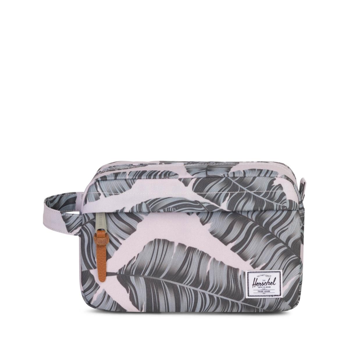 Cумка-клатч на молнии с принтом CHAPTER 5LОписание:Cумка-клатч с принтом HERSCHEL - модель CHAPTER . Застежка на молнию сверху и ручка сбоку . Клатч на молнии с клапаном спереди . Детали изделия•  Сетчатый карман внутри •  Водонепроницаемая застежка на молнию •  Размер : 15,4 x 24,13 x 11,43 см  •  Вместимость 5лСостав и описание •  100% полиэстер •  Следуйте советам по уходу, указанным на этикетке<br><br>Цвет: рисунок листьев