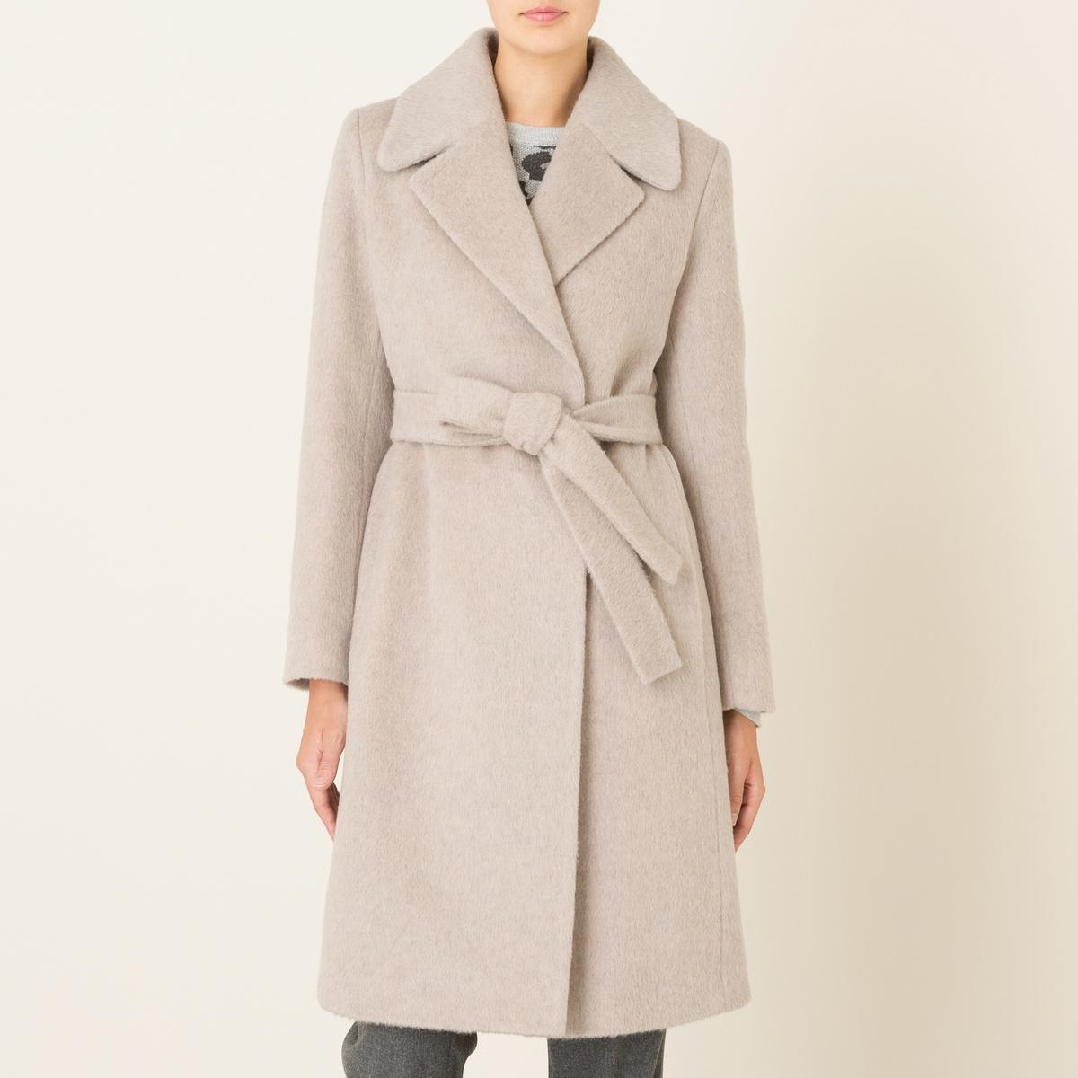Пальто длинное из шерстяного драпаДлинное пальто LA BRAND BOUTIQUE - с запахом, с застежкой на 2 кнопки, из шерстяного драпа. Зубчатый воротник, застежка на 2 скрытые кнопки. Широкий пояс. Прямые рукава. Карманы в боковых швах. Шлица сзади. На подкладке. Состав и описание    Материал : 60% необработанной шерсти, 15% мохера, 25% полиамида   Подкладка 100% ацетат   Марка : LA BRAND BOUTIQUE<br><br>Цвет: бежевый