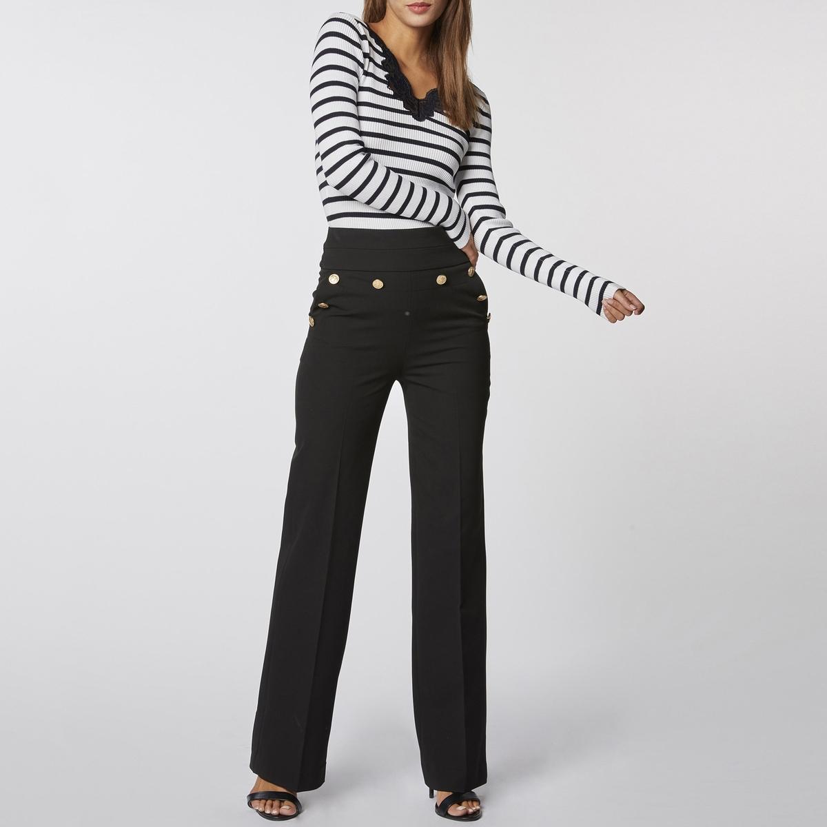 Пуловер в полоску из тонкого трикотажа с V-образным вырезом из кружева