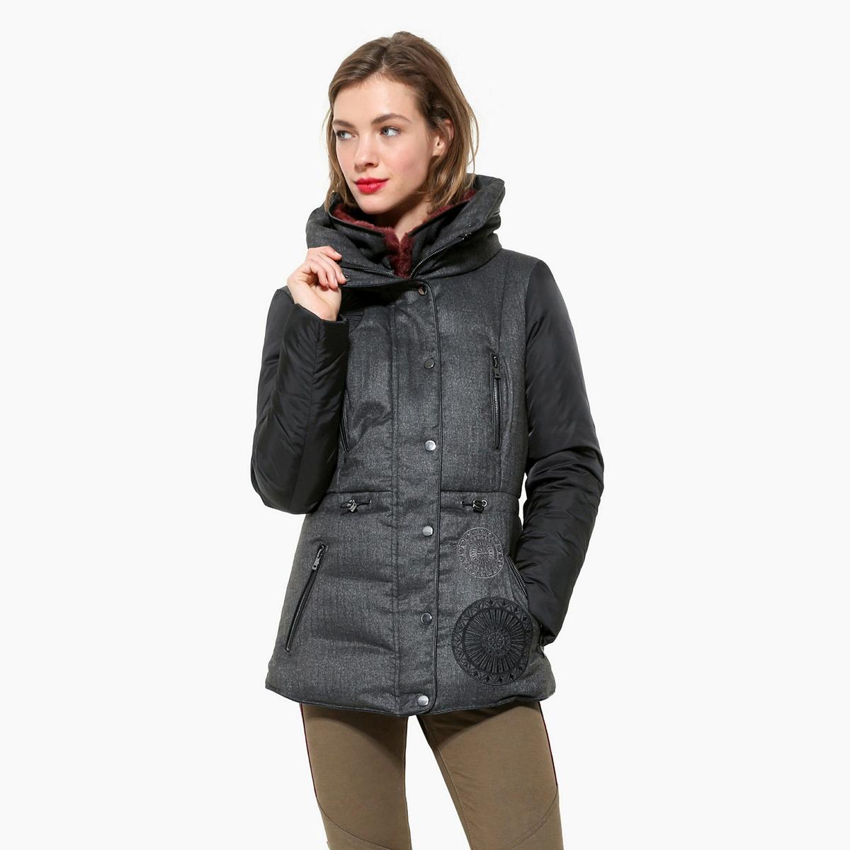 Пальто с капюшономДетали •  Длина  : укороченная   •  Капюшон  •  Застежка на молнию •  С капюшоном Состав и уход •  100% полиэстер •  Следуйте советам по уходу, указанным на этикетке<br><br>Цвет: серый