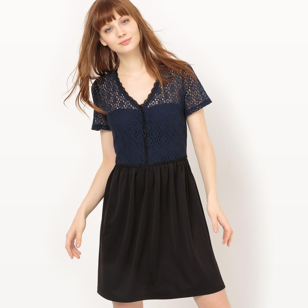 Платье короткое с короткими рукавамиДетали •  Форма : прямая  •  короткое •  Короткие рукава    •   V-образный вырезСостав и уход •  100% полиэстер  •  Следуйте советам по уходу, указанным на этикетке<br><br>Цвет: темно-синий<br>Размер: M.S