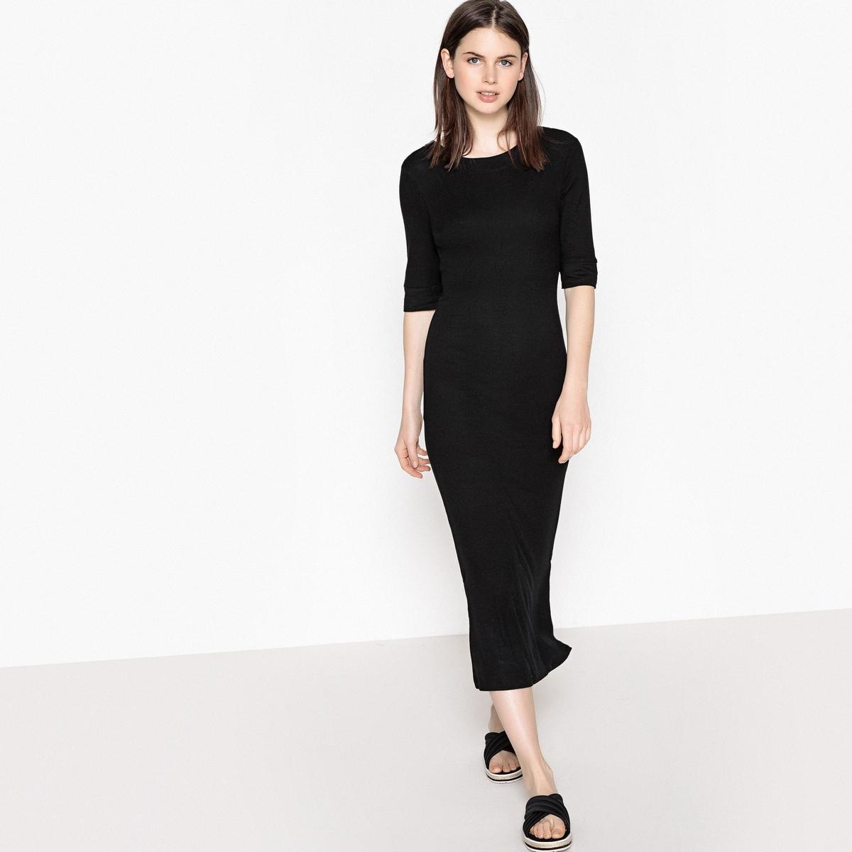 Платье однотонное средней длины с рукавами до локтей