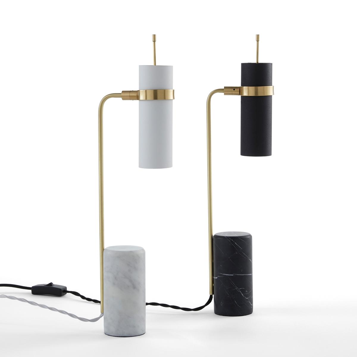 Лампа настольная, IsaureНастольная лампа Isaure. Замечательное сочетание окрашенного металла и латуни, лампа идеально подходит для направленного освещения письменного стола или столика. Имеется модель из мрамора белого и черного цветов.Характеристики: - Основание из мрамора: каждое изделие уникально, рисунок разных изделий может отличаться.- Поворачивающийся абажур из металла с зернистой поверхностью.- Ножка из металла с отделкой под латунь, ?8 см- Патрон G9 для лампы макс. 18 Вт (продается отдельно). - Совместима с лампами класса энергопотребления C.Размеры: - ?6,5 x В47 см<br><br>Цвет: белый/латунь