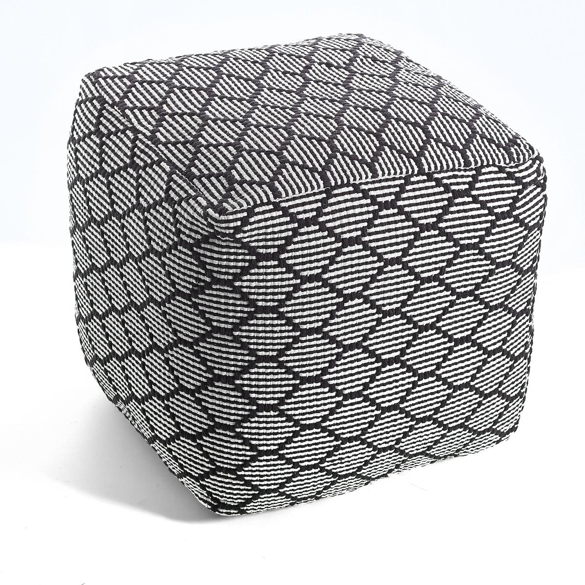 Квадратный пуф AMIELХарактеристики пуфа Amiel :- Простежка ромбами.- Застежка на молнию с 3 сторон. - 100% хлопка. - Наполнитель 100% полистирола. Размеры пуфа Amiel:- 40 x 40 x 40 см.<br><br>Цвет: черный/ белый