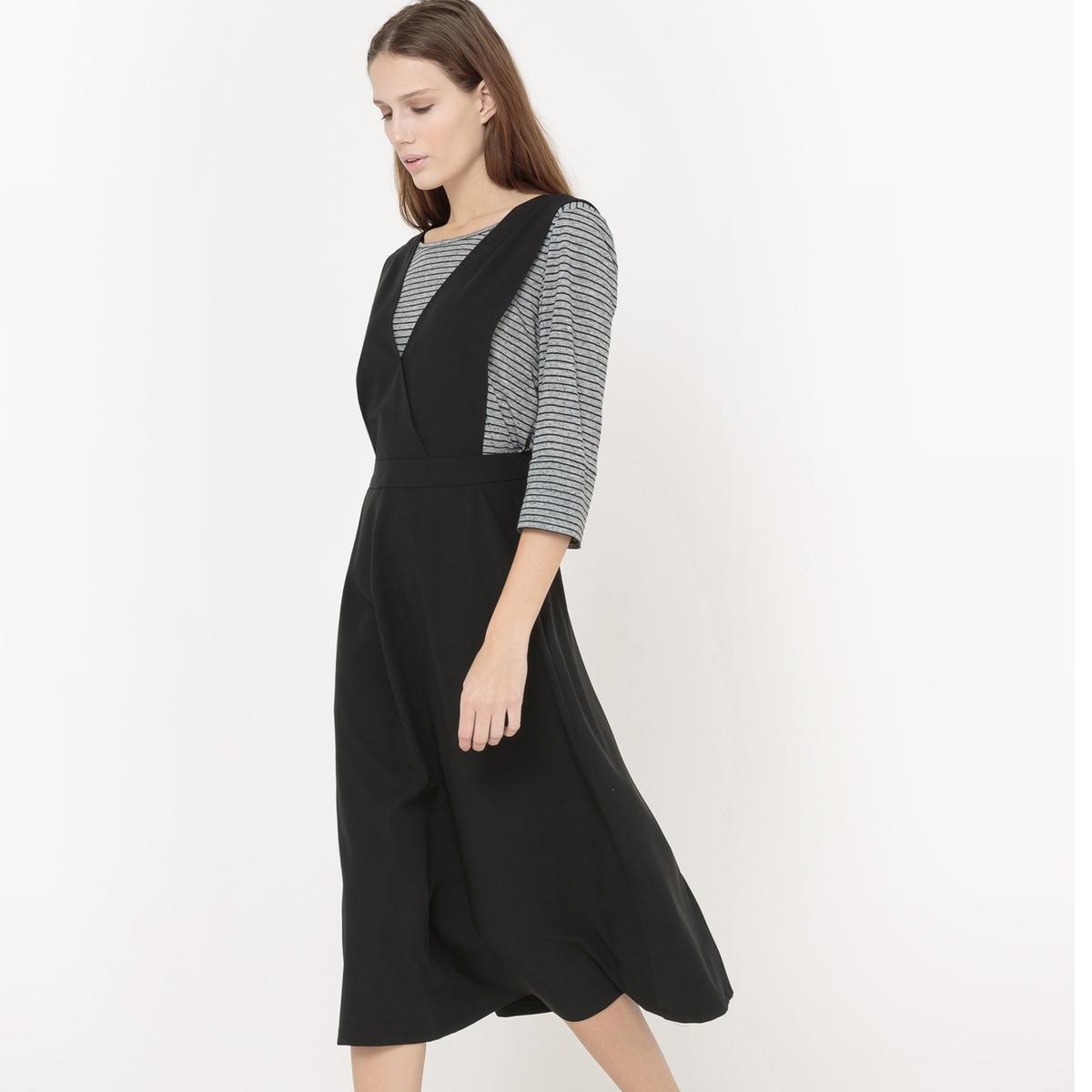Платье с глубоким вырезом без рукавов