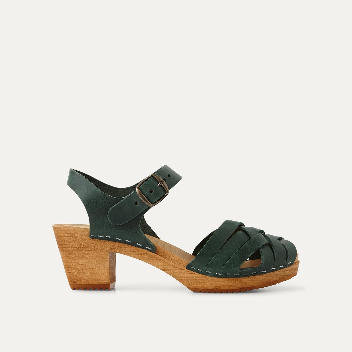 Босоножки кожаныеДетали  •  Широкий каблук •  Застежка : ремешок/пряжка •  Открытый мысок •  Гладкая отделкаСостав и уход  •  Верх 100% кожа<br><br>Цвет: зеленый,черный