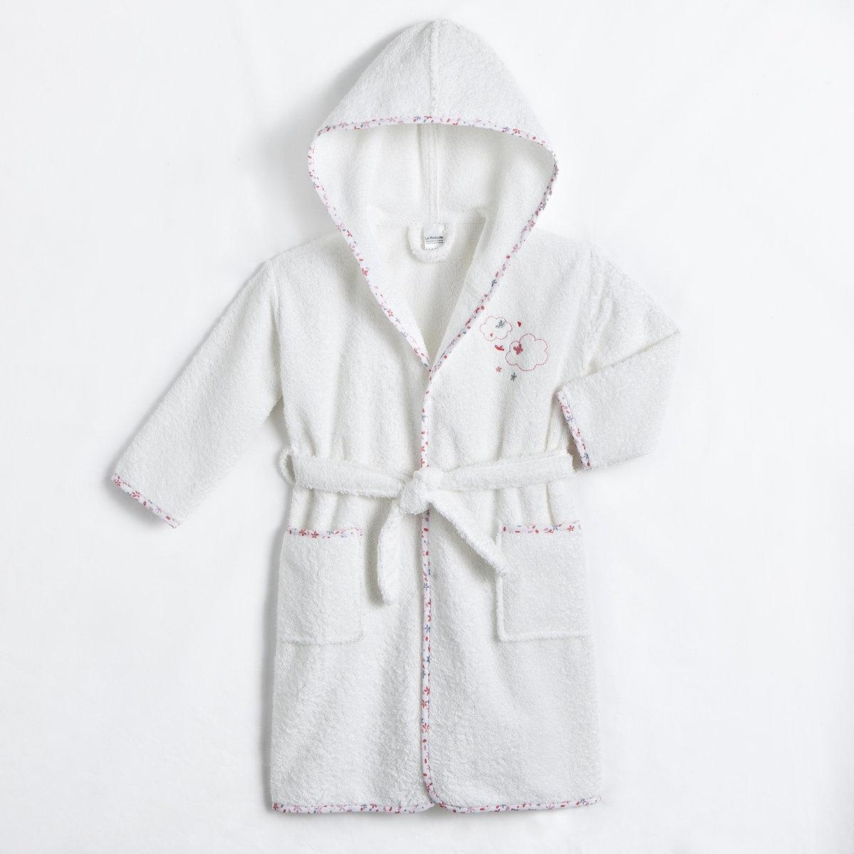Халат детский с капюшоном, 400 г/м?Детский халат с капюшоном: мягкая махровая ткань, тщательная отделка тканью с цветочным рисунком, отличные впитывающие свойства.Характеристики детского халата с капюшоном:- Махровая ткань: 90% хлопка, 10% полиэстера (400 г/м?).- Рукава реглан, 2 накладных кармана, пояс со шлевками.- Вышивка на груди.- Стирка при 40°.<br><br>Цвет: белый<br>Размер: 8 / 10 лет  (126 см/138см)