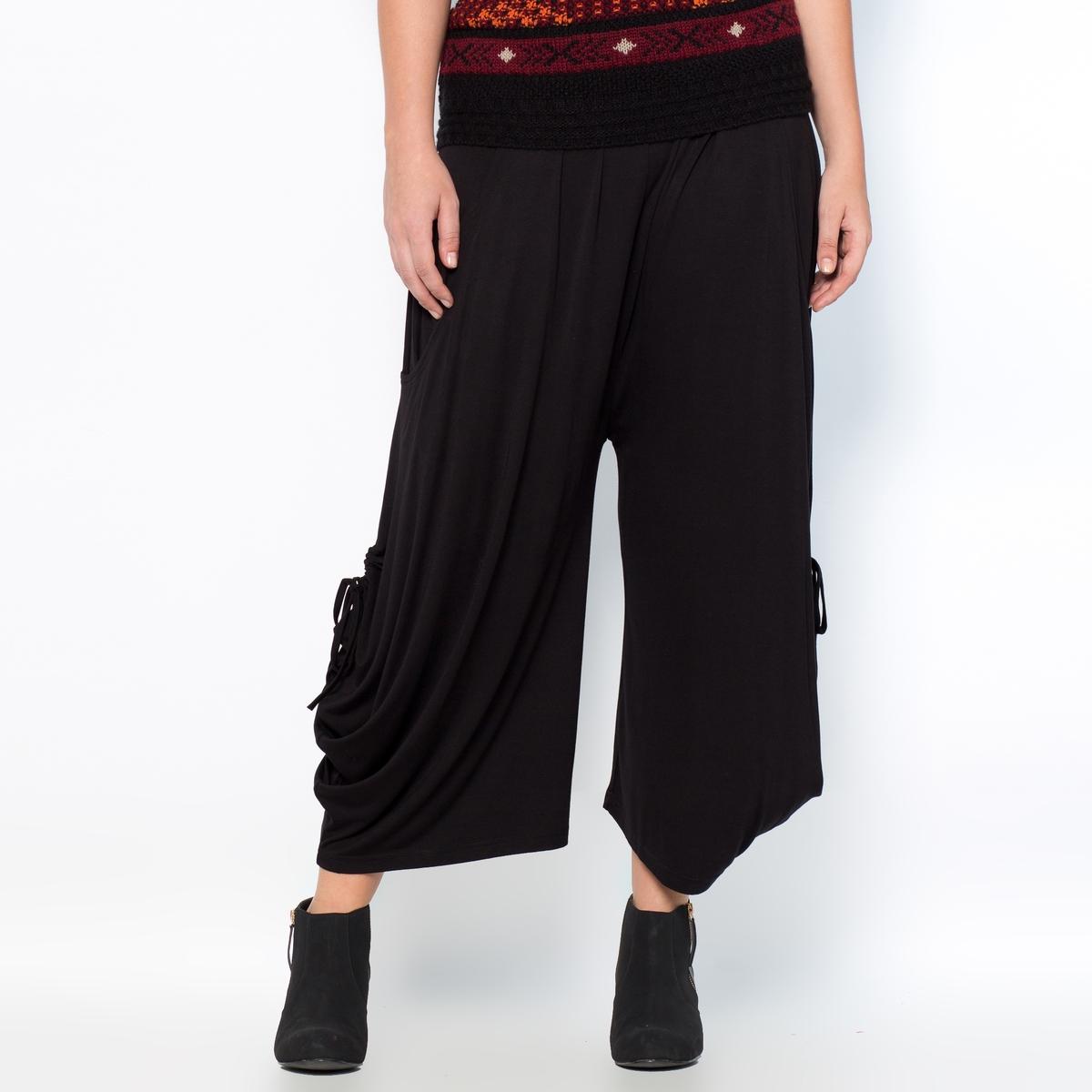 Юбка-брюкиЮбка-брюки. Стиль и женственность юбки объединяются с комфортом и удобством широких укороченных брюк - превосходное сочетание! Легко надевать, удобно носить ! Асимметричный низ благодаря завязкам по бокам. Трикотаж, 95% вискозы, 5% эластана. Длина по внутр.шву 43 см, ширина по низу 31 см.<br><br>Цвет: черный<br>Размер: 52 (FR) - 58 (RUS)