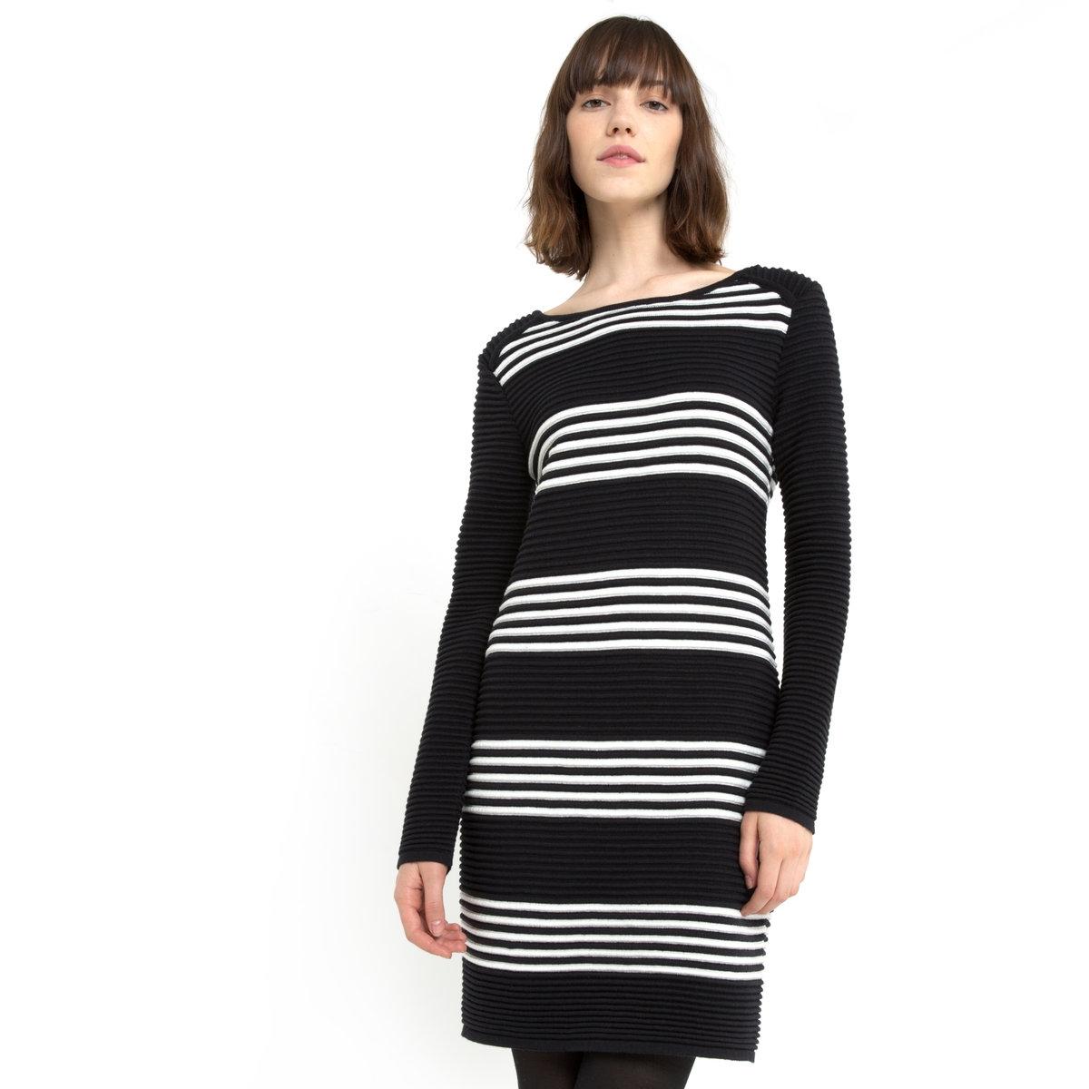 Платье из трикотажаПлатье-пуловер Mademoiselle R в морском стиле. Трикотаж, 50% хлопка, 50% акрила. Длинные рукава. Закругленный вырез. Длина ок. 88 см.<br><br>Цвет: в полоску черный<br>Размер: 34/36 (FR) - 40/42 (RUS)