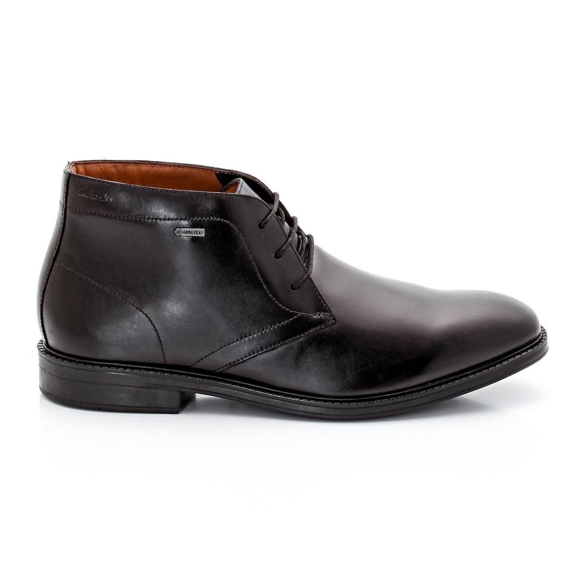 Ботинки кожаные CLARKS Chilver Hi GTXПреимущества: классический стиль и непревзойденный комфорт кожаных ботинок от CLARKS способны сразить каждого любителя качественной обуви.<br><br>Цвет: черный