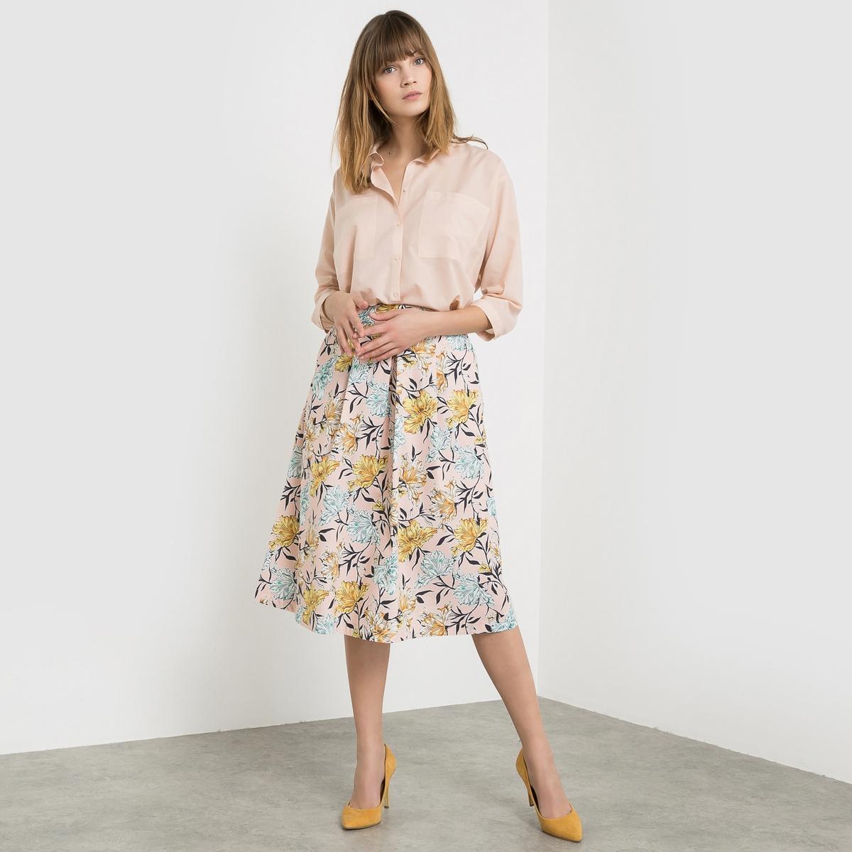 Юбка-миди с рисункомЮбка-миди с рисунком. Ультраженственная юбка с очень красивым цветочным рисунком на розовом фоне. Декоративные складки спереди. 2 косых кармана спереди. Слегка расширяющийся к низу покрой. Длина 72 см.                                                                                                  Состав и описание :                                                    Материал : 69% хлопка, 28% полиамида, 3% эластана.                                                                                                                                                                                          Уход :                                                  Машинная стирка : при 30 °C в деликатном режиме                                                                                    Машинная сушка: машинная сушка запрещена                                                                                      Глажка : Гладить при низкой температуре с изнаночной стороны<br><br>Цвет: набивной рисунок<br>Размер: 34 (FR) - 40 (RUS)
