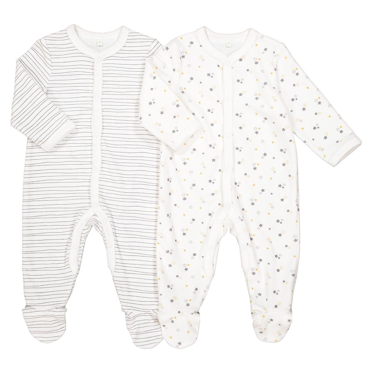 Комплект из 2 пижам: в полоску и с рисунком звезды, 0 мес. - 3 годаОписание:Комплект из 2 пижам с длинными рукавами. Рисунок с полоску и мелкий рисунок звезды на кремовом фоне. Полный комфорт для ребенка !Детали •  Комплект из 2 пижам с длинными рукавами и брючинами. •  1 пижама в полоску белого и серого цветов.    •  1 пижама с рисунком звезды.  •  Носки с противоскользящими элементами для размеров от 12 месяцев  (74 см). •  Застежка на кнопки спереди. •  Круглый вырез.Состав и уход •  Материал : 75% хлопка, 25% полиэстера. •  Стирать при температуре 30° в деликатном режиме с вещами схожих цветов. •  Стирать и гладить с изнанки при низкой температуре. •  Машинная сушка запрещена.<br><br>Цвет: серый в полоску + рисунок<br>Размер: 18 мес. - 81 см.6 мес. - 67 см.1 год - 74 см.3 мес. - 60 см.9 мес. - 71 см.1 мес. - 54 см