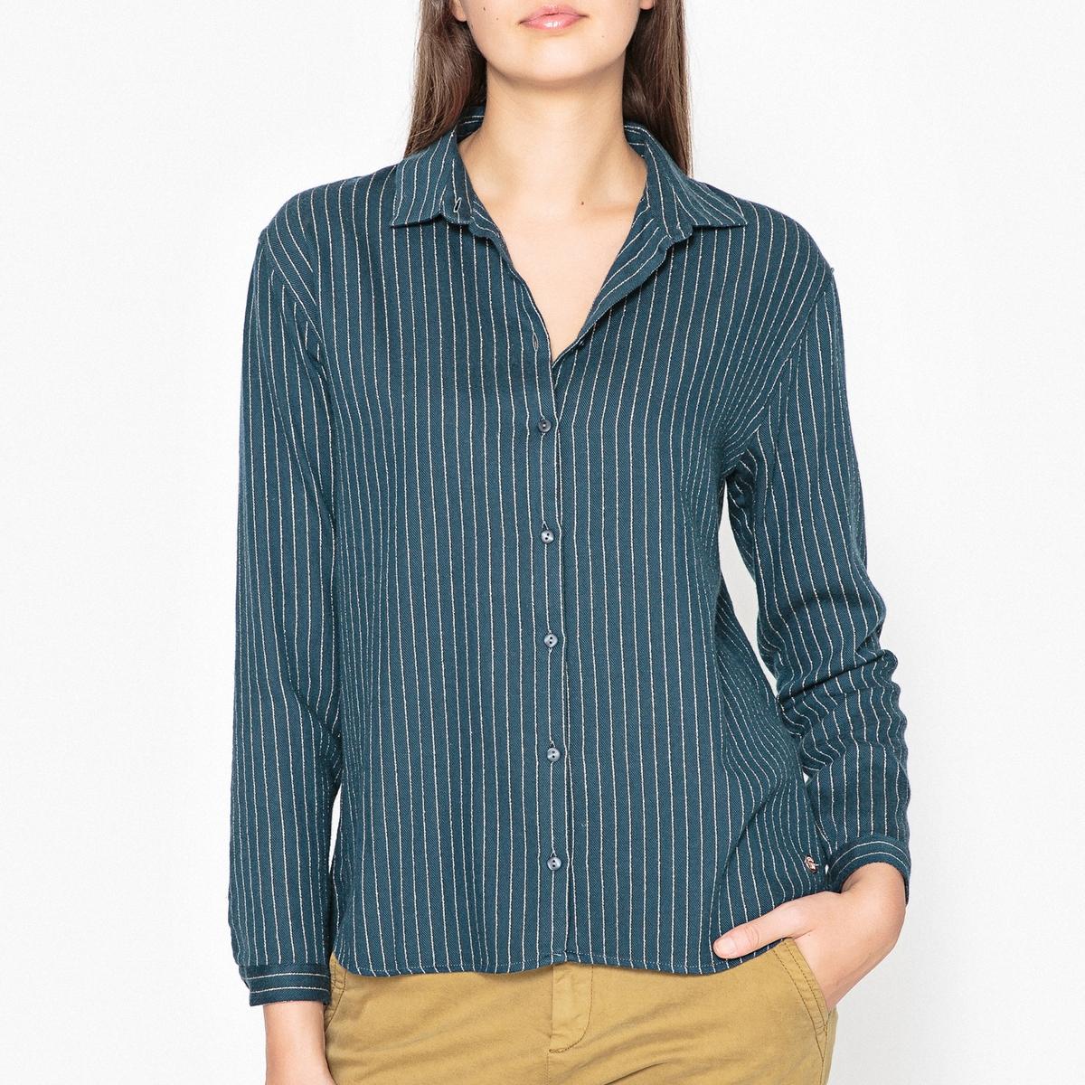 Рубашка в блестящую полоску CELESTINEРубашка HARRIS WILSON - модель CELESTINE из хлопкового деликатного твила с тонкими блестящими полосками.Описание •  Длинные рукава  •  Прямой покрой  •  Воротник-поло, рубашечный  •  Рисунок в полоску Состав и уход •  98% хлопка, 1% металлизированных волокон, 1% полиэстера •  Следуйте рекомендациям по уходу, указанным на этикетке изделия   •  Спина и воротник с горизонтальными блестящими полосками •  Складки сзади •  Низ слегка закругленный<br><br>Цвет: сине-зеленый<br>Размер: M