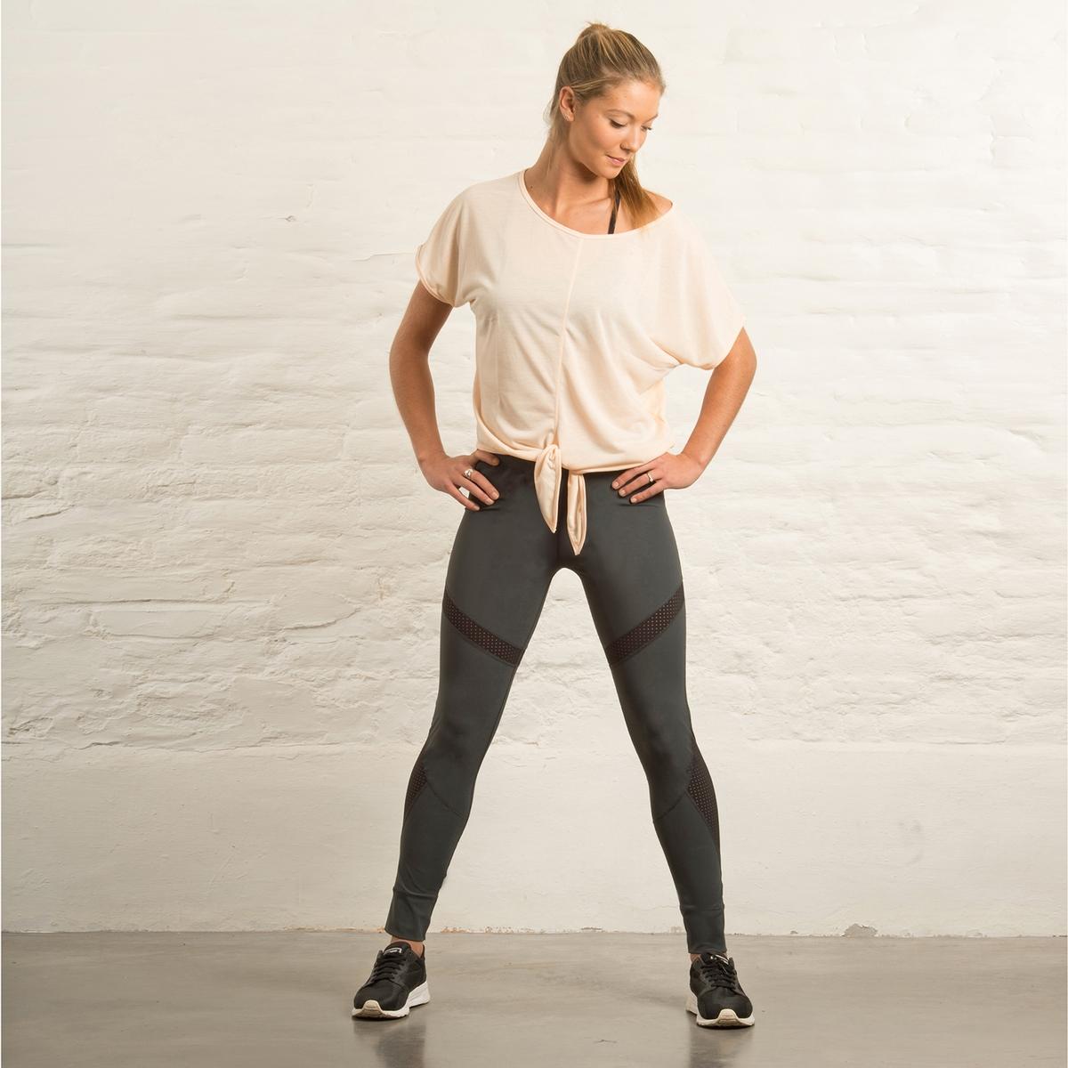 Футболка Lola yoga с бантикомЭта футболка свободного покроя с бантиком сочетает комфорт, стильный дизайн и женственность.Тщательно произведенный в Португалии мягкий материал с обработкой dry, напоминающий на ощупь хлопок, способствует отводу влаги и быстрому высыханию. • Футболка Yoga Loose с бантиком• 100 % полиэстер • Сделано в Португалии• Машинная стирка при 30°СРост нашего манекена 1M78 и размер 36/38, S.Объемный покрой, если ваш размер посередине, выбирайте модель меньшего размера<br><br>Цвет: серый,телесный