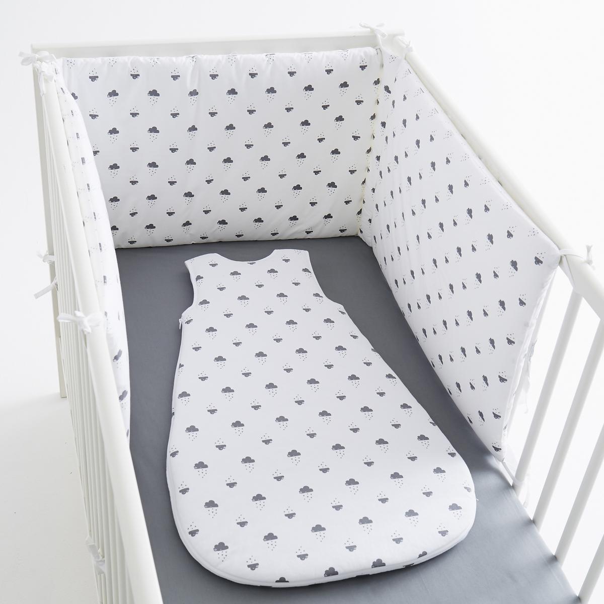 Защитная панель для детской кроватки  облака из перкалиЗащитная панель для детской кроватки  облака из перкали, 100% хлопка, на подкладке. 3 панели на завязках. Размер :  40 x 180 см . Эта защитная панель подходит для кроваток с решеткой 60 x 120 см и 70 x 140 см.<br><br>Цвет: белый + серый