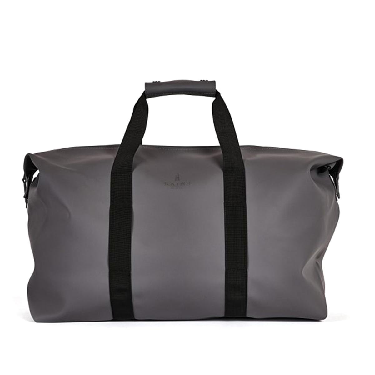 СаквояжСаквояж RAINS - модель bag Smoke. Непромокаемая и водоотталкивающая. Носить в руках за ручки из текстиля или через плечо с помощью съемного регулируемого ремня. Защитная скоба на кнопке. Застежка на молнию.Состав и описание   Материал : 50% полиэстера, 50% полиуретана   Объем : 44 литра   Размеры : В.41 x Ш.51 x Г.21 см   Марка : RAINS<br><br>Цвет: серый<br>Размер: единый размер