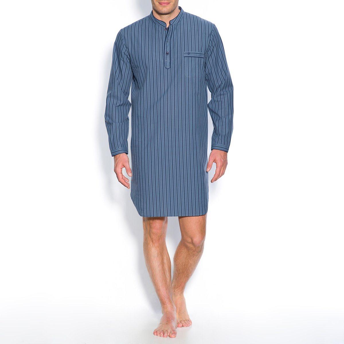 Пижама-рубашка в полоску из поплинаПижама-рубашка в полоску из поплина, 100% хлопок с окрашенными волокнами. Длинные рукава. Воротник-стойка с застежкой на 3 пуговицы. 1 нагрудный карман с вышивкой. Длина 100 см.<br><br>Цвет: синий в полоску,шамбрэ<br>Размер: M.3XL