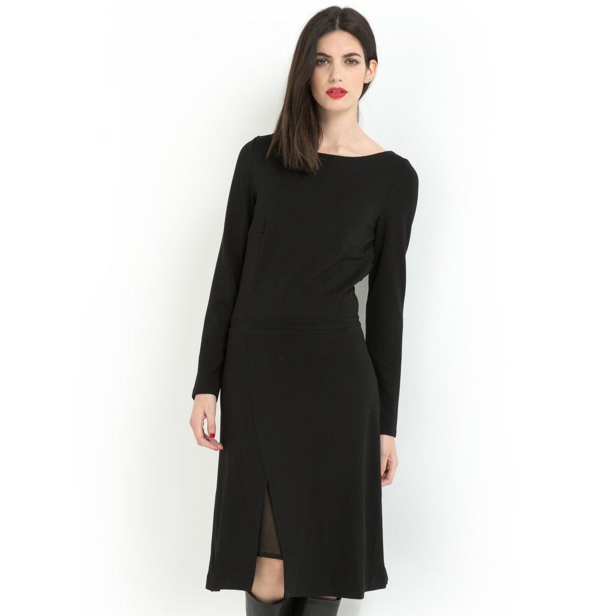 Платье с длинными рукавамиПлатье с длинными рукавами из плотного трикотажа: 70% вискозы, 25% полиэстера, 5% эластана.         Вырез-лодочка. Планка с золотистыми пуговицами на плече. Вшитый пояс. Вытачки на поясе спереди и сзади.  Расклешенная юбка на подкладке из вуали (100% полиэстера) с асимметричным вырезом спереди, открывающим часть подкладки.    Длина 100 см.<br><br>Цвет: черный