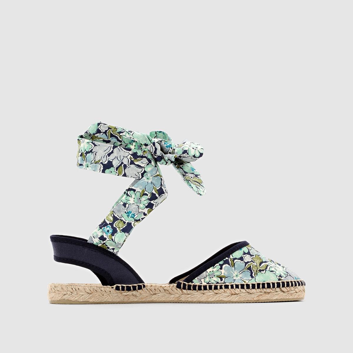 Эспадрильи PARE GABIA BEAUTEPare Gabia означает слово несравненный на баскском языке, и оно прекрасно сочетается с этой отличной обувью, произведенной с любовью и по всем необходимым стандартам... Эти эспадрильи с рисунком и настолько женственной застежкой вокруг щиколотки - прекрасный тому пример ! Невероятно красивый и яркий цветочный мотив придаст нашему образу и наряду свежесть и изысканность  .<br><br>Цвет: синий/рисунок<br>Размер: 37