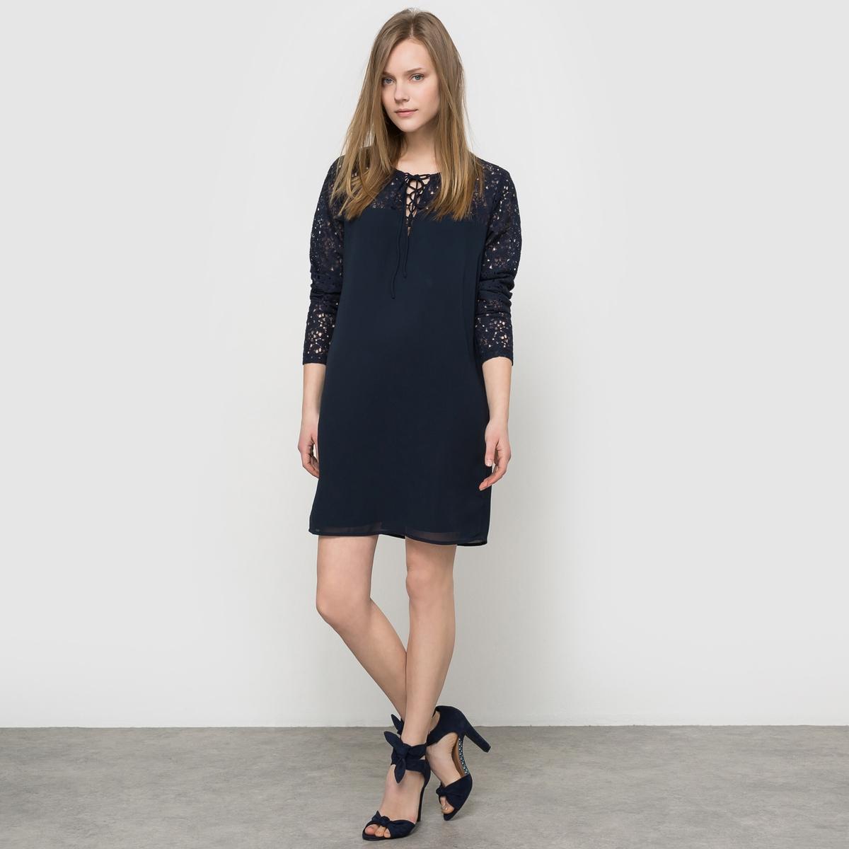 Платье кружевное VILA, Vicinda L/S DressПлатье Vicinda L/S Dress от VILA. Кружево на рукавах, плечах, спереди и сзади. Длинные рукава. Вырез на шнуровке. Состав и описание :Материал : 62% хлопка, 27% полиамида, 11% вискозыМарка : VILA.<br><br>Цвет: темно-синий<br>Размер: XS