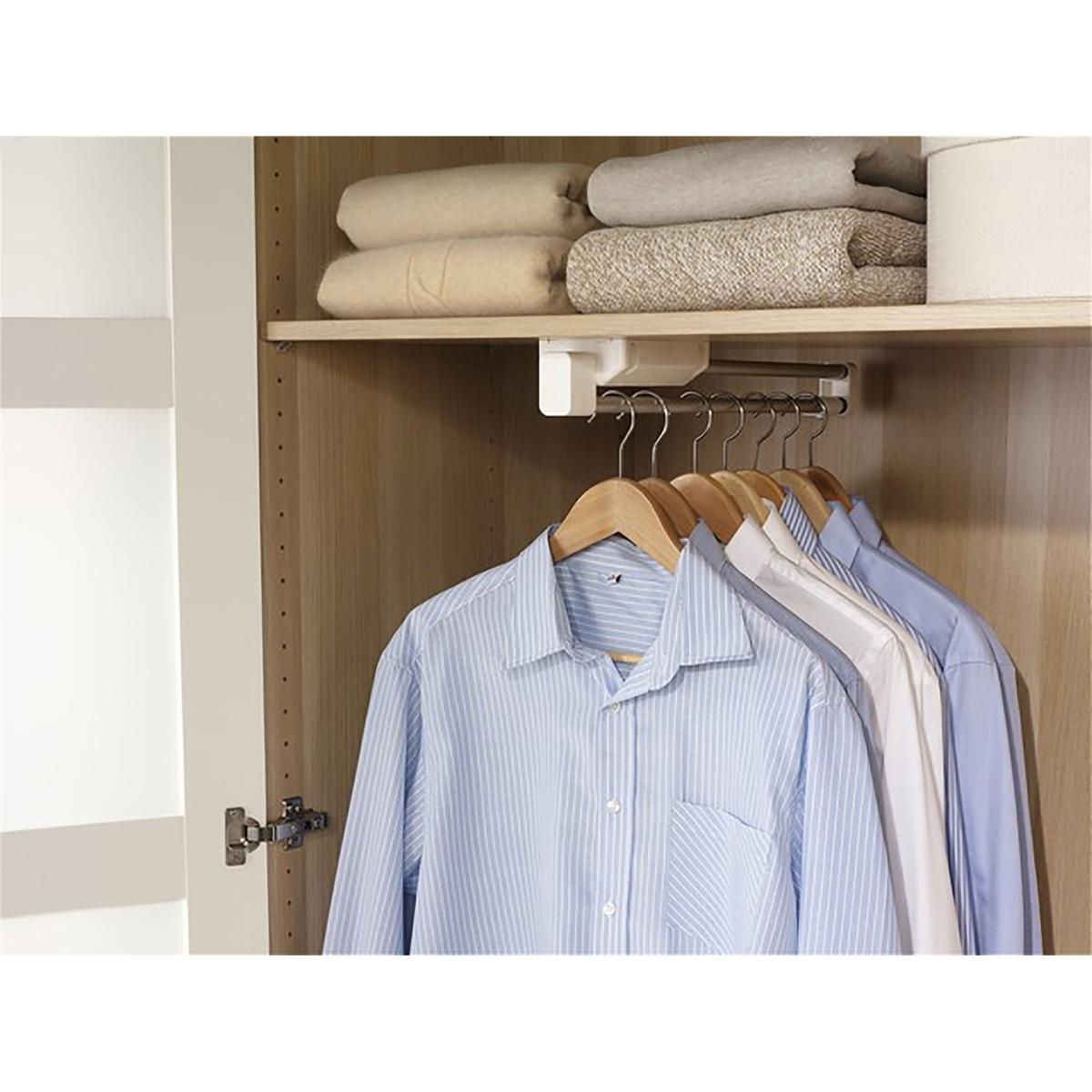 Штанга двойная телескопическая для вешалокОписание двойной раздвижной штанги:Крепится внутри шкафа и раздвигается или сдвигается в зависимости от количества одежды, которую на нее требуется повесить.На двойной алюминиевой штанге можно разместить сразу несколько вешалок.Характеристики двойной раздвижной штанги:выполнена из алюминия и полипропиленового пластика.Размеры двойной раздвижной штанги:10 x 7 x Д. 48 - 86 см.<br><br>Цвет: алюминий<br>Размер: единый размер